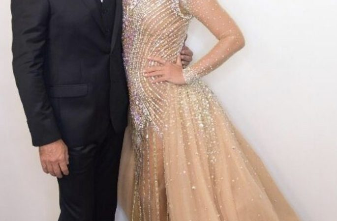 Vestido de Xuxa será rifado por R$ 30, devido à crise financeira