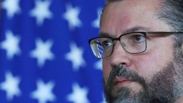 URGENTE: ERNESTO ARAÚJO ACABA DE PEDIR DEMISSÃO