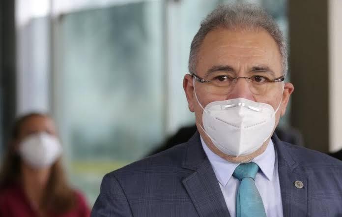 Bolsonaro oficializa Queiroga como ministro da Saúde