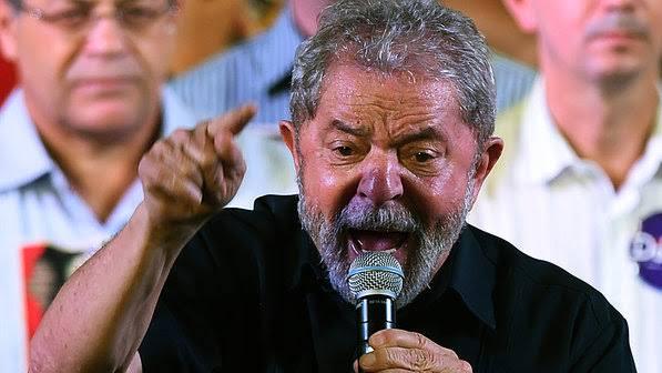 """De olho em 2022: Lula ataca Bolsonaro e diz que Brasil """"merece coisa melhor"""""""