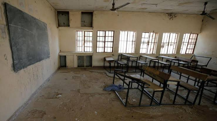 Quase 300 alunas raptadas em escola são libertadas