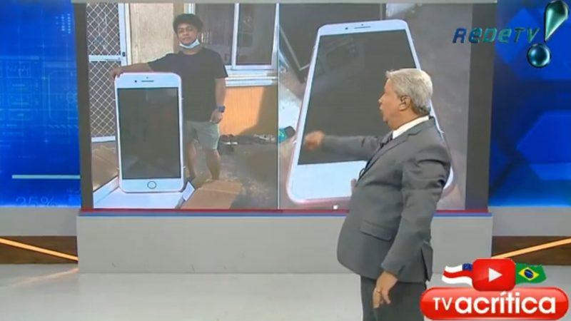 """Sikeira Jr mostra golpe do Iphone; """"Pró Max Big era uma mesa em forma de celular"""", VEJA VÍDEO"""