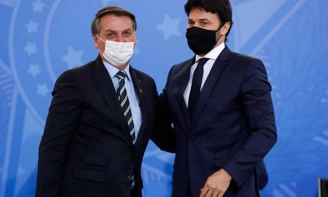 """Bolsonaro fará pronunciamento a nação com redação feita pelo Ministro Fábio Faria: """"será um divisor de águas"""""""