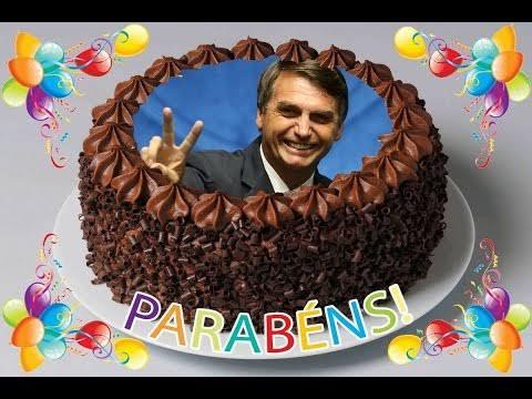Apoiadores fazem carreata por aniversário de Bolsonaro