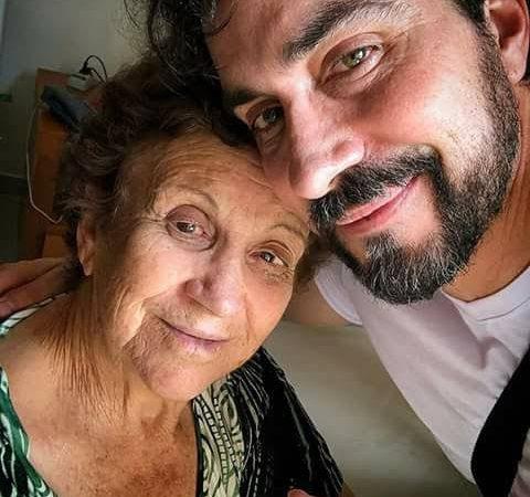 """Mãe de Fábio de Melo é intubada e padre desabafa: """"Me desolou"""""""