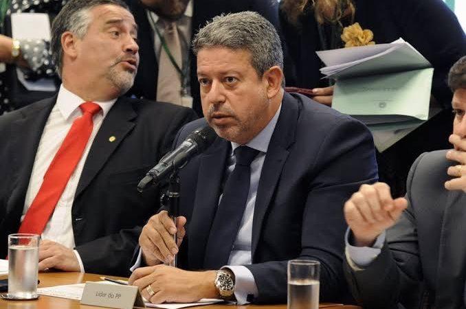 PEC emergencial vai ser votada diretamente no plenário da Câmara, anuncia Lira