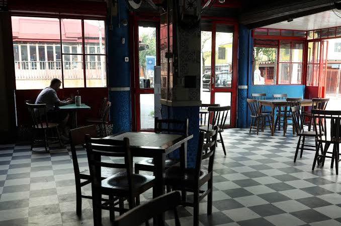 TJ do Rio revoga liminar e bares e restaurantes terão que fechar as 17hs
