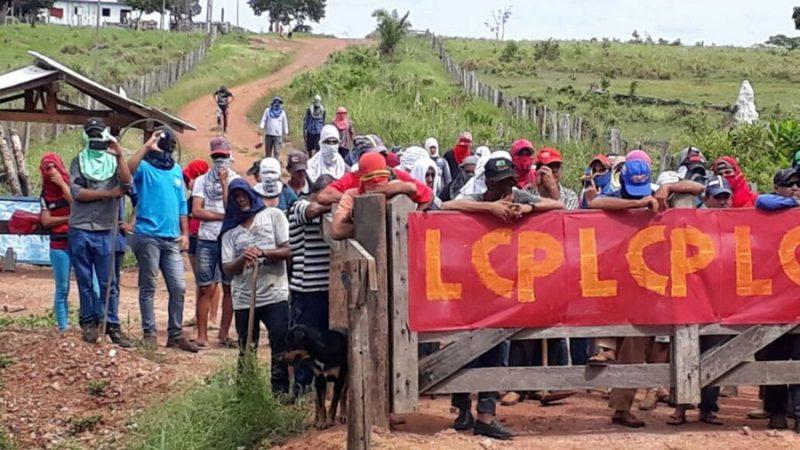 Cerca de 40 homens armados invadem fazenda, torturam funcionários e roubam tratores em RO