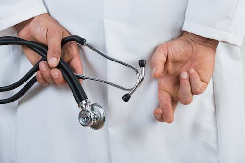 Alarmante: Quase 70% dos médicos recém-formados no Brasil não sabem identificar um infarto ou aferir pressão arterial