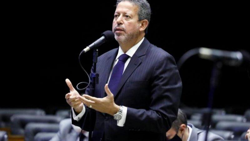 """Lira critica pedidos de impeachment contra Bolsonaro: """"Mais de 90% não possuem razões relevantes"""""""