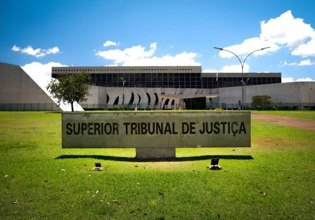 STJ vai gastar R$ 42,7 mil na compra de togas para ministros