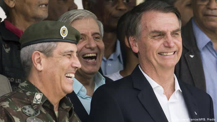 VÍDEO: Bolsonaro e Braga Netto lavam os seus pratos após tomarem sopão em Casa beneficente