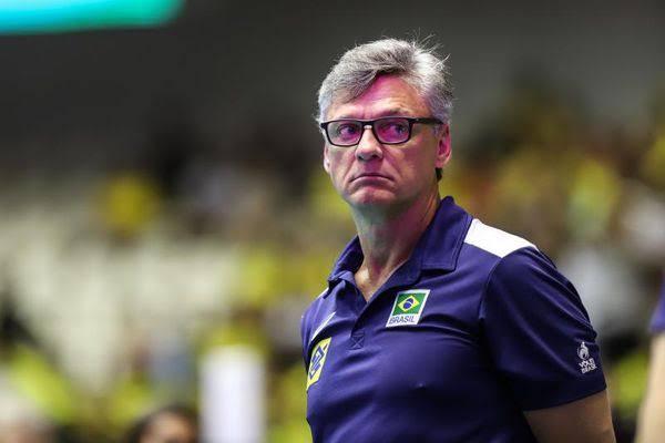 Renan Dal Zotto, técnico da seleção masculina de vôlei, é intubado com Covid-19 em hospital do RJ
