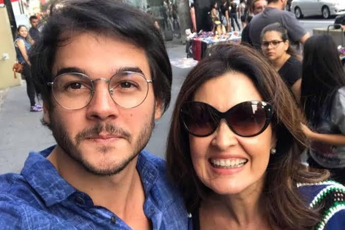 """Gagliasso detona namorado de Fátima Bernardes por posts que relacionam BBB com política: """"Fiscal de leite condensado e Big Brother pago dinheiro do povo"""""""