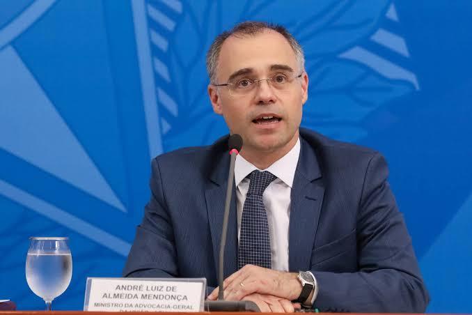 Urgente: Ministro André Mendonça pergunta em sessão do STF se a Corte 'rasgou a Constituição' e se deu 'cheque em branco' a governadores e prefeitos; VEJA VÍDEO