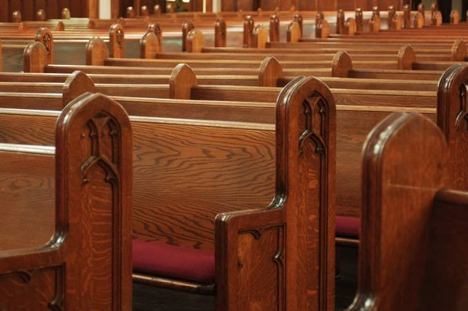 Jurista diz que proibição de missas e cultos seria 'totalmente inconstitucional'