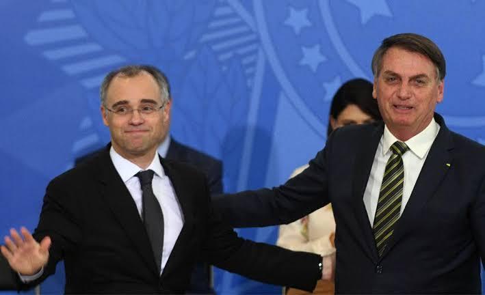 Em reunião com pastores, Bolsonaro cita Mendonça como o ministro 'terrivelmente evangélico'