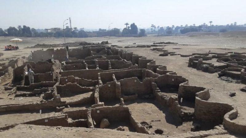 Cidade que sumiu sob a areia há 3 mil anos é encontrada no Egito