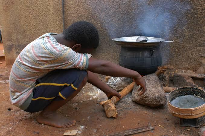 Por conta dos 'lockdowns' estabelecidos por governadores, fome cresce e mais da metade da população não tem garantia de comida na mesa