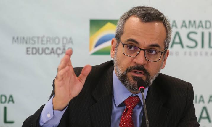 Eduardo Bolsonaro sinaliza Weintraub como candidato em 2022
