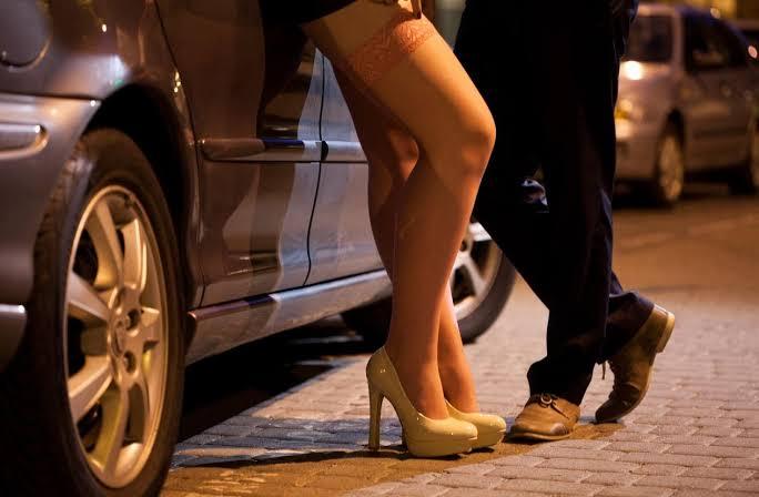 Prostitutas em MG suspendem serviço e pedem prioridade na vacinação