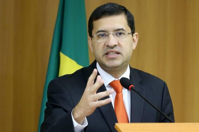 PT quer ex-advogado-geral da União na CPI da Covid