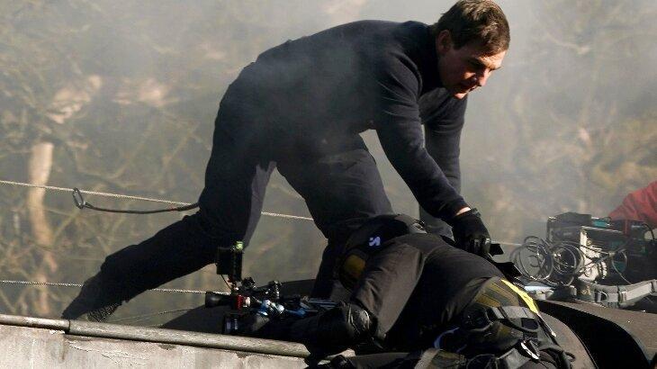 Tom Cruise salva cameraman de queda durante gravação em cima de trem para o filme 'Missão Impossível 7'