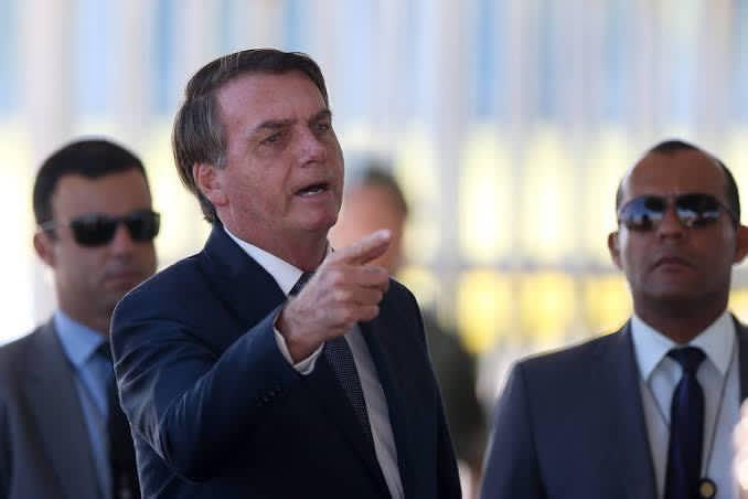 """Bolsonaro ironiza e dispara: """"eu resolvo o problema do vírus em minutos, só pagar pra Globo, Folha….o que pagavam no passado"""", VEJA O VÍDEO"""