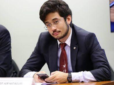 """VERGONHA: Deputado Kim Kataguire leva """"pancada"""" do ministro da CGU em comissão da Câmara, VEJA VÍDEO"""