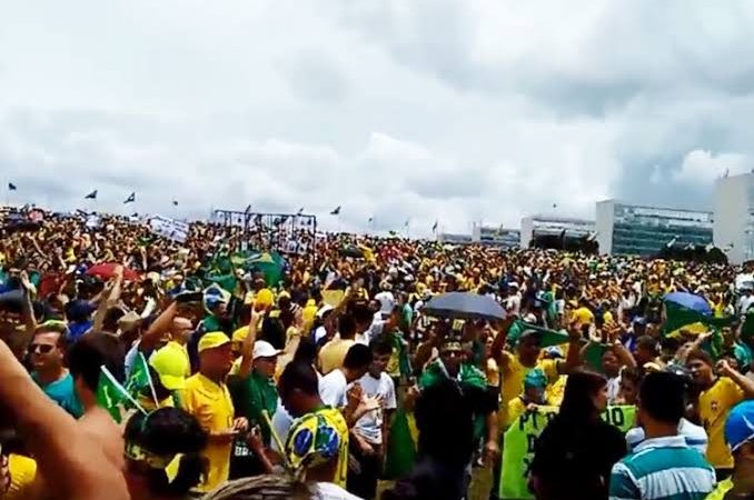 """Movimentos do dia do trabalhador pró-Bolsonaro assustam políticos e opositores do presidente: """"mais de mil cidades terão atos"""""""