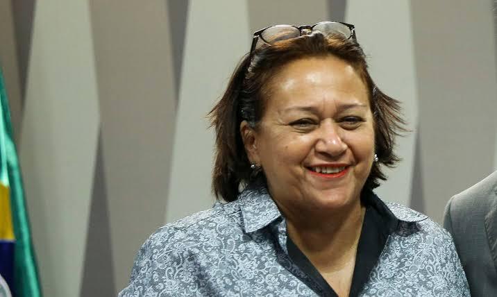 Governo Fátima recomenda que municípios guardem vacinas para garantir 2ª dose, contrariando orientação do Ministério da Saúde
