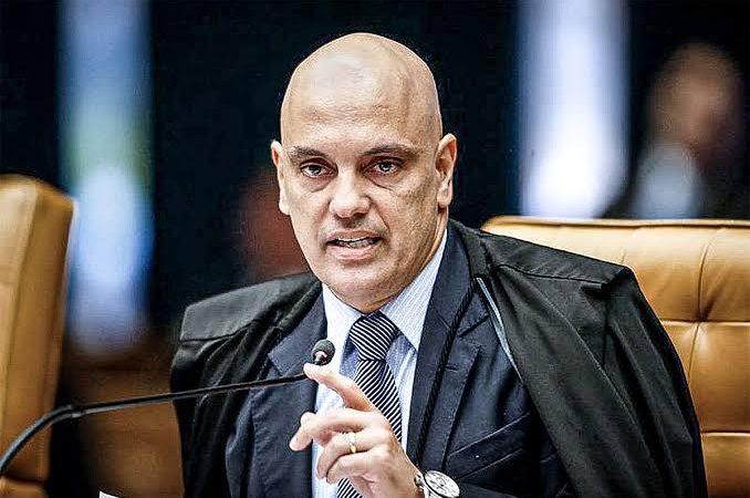 """Alexandre de Moraes dá """"bronca"""" em advogados presentes no julgamento do STF"""