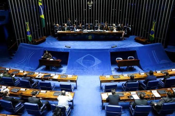 Senado apresenta PEC para restringir decisões de ministros do STF