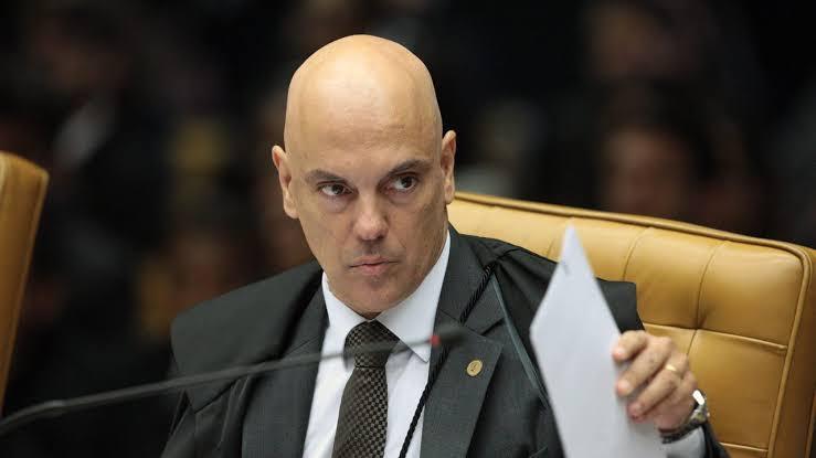 """Moraes classifica como """"grosseiro"""" falas de Bolsonaro a Barroso"""