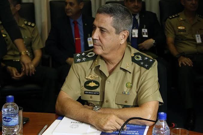 General Braga Netto garante que as Forças Armadas irão assegurar independência dos poderes e faz alerta.