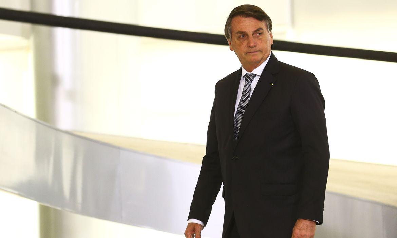 """Bolsonaro: """" a minha vacina deve ficar pra alguém que precise mais, eu já sou imunizado, mas não tenho problema em procurar um posto de saúde e me vacinar"""""""