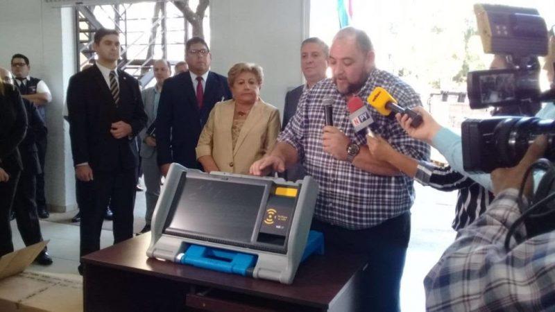 Paraguai aprovou uso de urnas eletrônicas que também imprimem o voto, mas justiça eleitoral do Brasil foge do tema e rejeita essa possibilidade