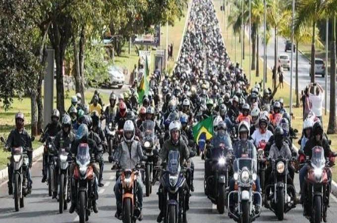 Presidente Bolsonaro cogita participar do evento 'Acelera para Cristo' que deve reunir cerca de 1 milhão de motociclistas