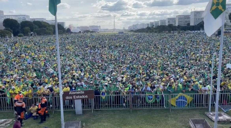 2287568A-D437-4CCD-9633-51642370AD0A Esplanada dos Ministérios em Brasília é tomada por apoiadores de Bolsonaro, veja imagens