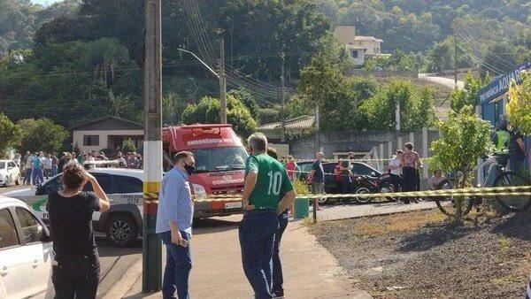 TRAGÉDIA: Criminoso invade escola infantil com uma faca e mata crianças e uma professora em SC