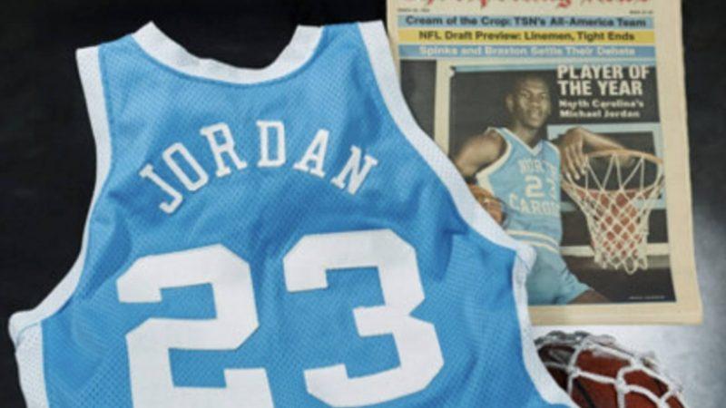 Camisa usada por Michael Jordan na universidade é vendida por mais de R$ 7 milhões