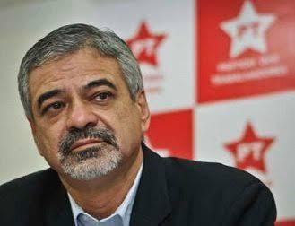 """Vamos convocá-lo na CPI"", diz Humberto Costa sobre Carlos Bolsonaro, vereador do RJ"