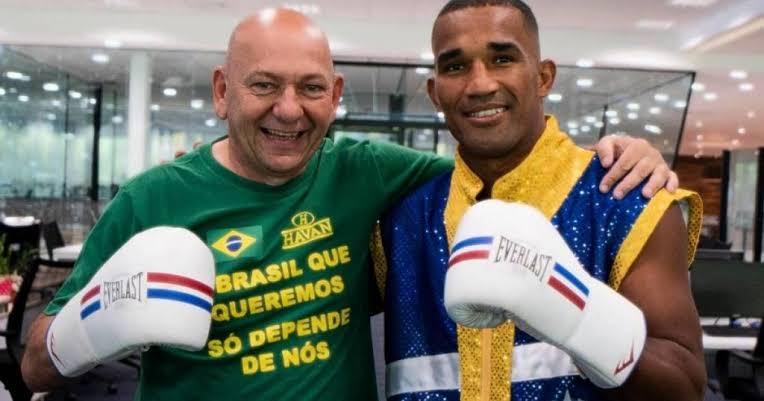 Medalhista olímpico que vendia pizzas para se sustentar diz que tem sofrido 'perseguição' nas redes sociais por fechar patrocínio com a Havan