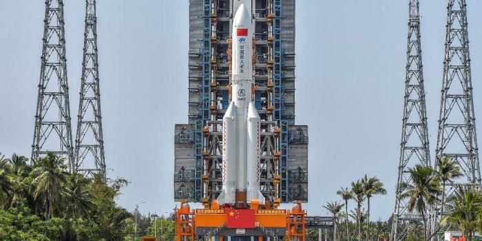 Foguete de 22 toneladas da China ainda está descontrolado e pode cair em qualquer lugar da Terra, os EUA estão rastreando