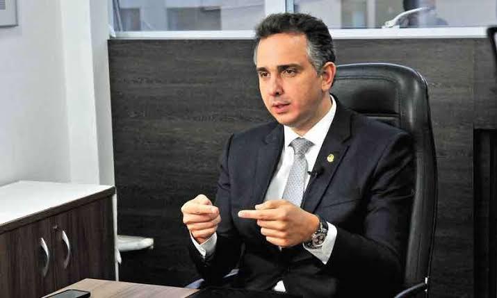 """Fim da CPI? Esquerda perde narrativa de que Bolsonaro comprou vacinas atrasadas com declaração de Pacheco: """"Ele não poderia comprar sem a lei"""""""
