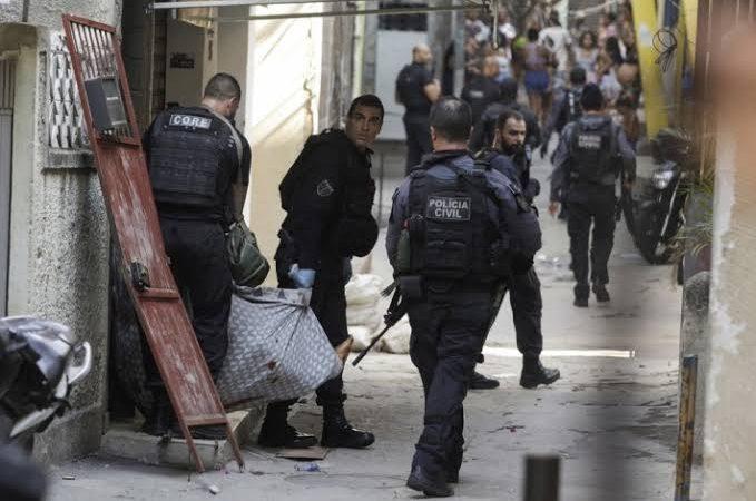 Jacarezinho: Antes de operação, 2 criminosos mortos apareceram com fuzis em fotos e vídeo; VEJA