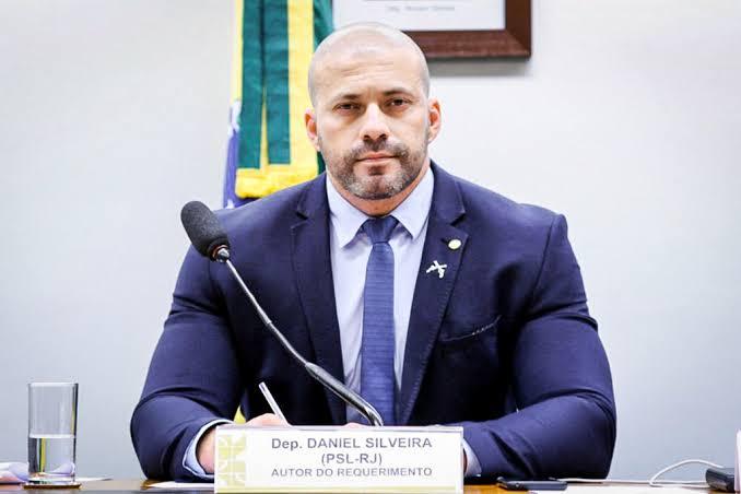 Relator prepara parecer pela cassação de Daniel Silveira