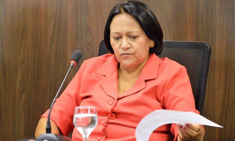"""Deputado ironiza pacote eleitoreiro de Fátima Bezerra e apelida de """"me engana que eu gosto"""""""