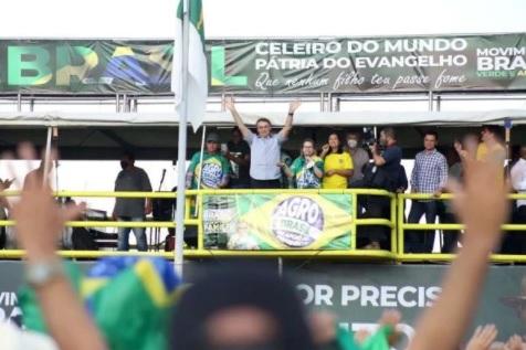 "Em discurso acalorado, Bolsonaro diz aos apoiadores ""servir a pátria e garantir a liberdade"""