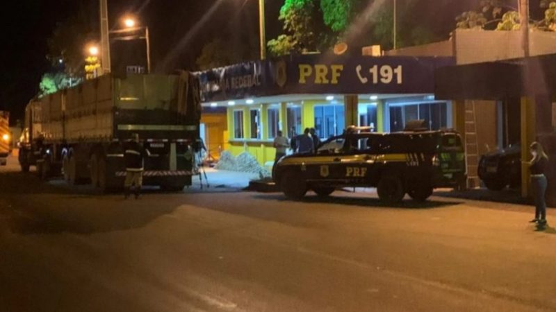 PRF E PMGO apreendem em conjunto droga avaliada em R$ 33 milhões